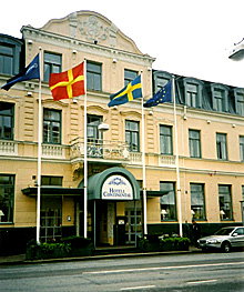 """Mange vil sove på krimheltens """"hotell"""". Med alle Wallander-turistene i tillegg besøker nå rundt en million besøker den svenske ferjebyen hvert år. (Foto: NRK)"""