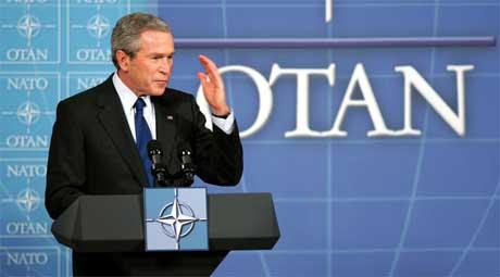 Etter et NATO-møte 22.februar i år uttrykte USAs president George W. Bush uro over EUs planer om å heve våpenblokadenen av Kina. Dette vil forrykke maktbalansen mellom Kina og Taiwan, mente han (Scanpix/AFP)