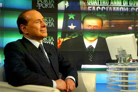 """Det var i TV-showet Porta a Porta i går Berlusconi sa at Italia vil trekke ut soldatene - """"i samråd med våre allierte,"""" la han til ( Scanpix/Reuters)"""