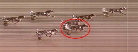 Hesten til Sonja Ullensvang og ektemannen ble nummer tre. Målfoto: Rikstoto
