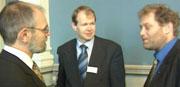 Lederen i Stortingets energikomitè, Bror Yngve Rahm fra Krf (tv) og Frederic Hauge fra Bellona (th) var blant deltakerne som spiste og drakk godt under Gassnova-åpningen.