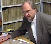 Professor Jens Braarvig trekker seg fra Schøyen-samlingen. Foto: NRK