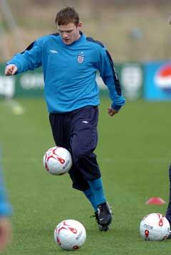 Wayne Rooney trente med det engelske landslaget tirsdag. (Foto: AFP/Scanpix)