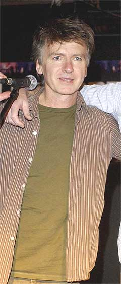 Vokalist og låtskriver i Crowded House, Neil Finn, sier at han har mistet en av sine aller nærmeste. Foto: Scanpix.