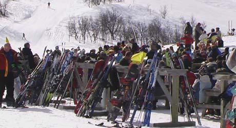Det var fullt i skisentrene i Hallingdal i påsken. Foto: Gunnar Grimstveit, NRK.