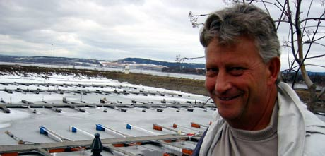 Lage Lagese arrangerer båtførerkurs i Hamar. Foto: Ola Bjørlo Strande, NRK.
