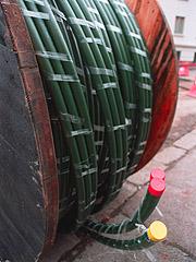 Mange har fått lagt inn en tykkere kabel i huset, - en som har plass til alle datasignalene. Foto: Erlend Aas / SCANPIX