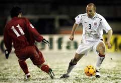 Erik Hagen (t.h.) i duell med Moldovas Serghei Dadu. (Foto: Tor Richardsen / SCANPIX)