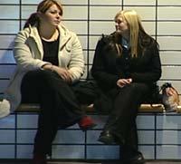 Linda og Mathilde forstår godt at jenter i slutten av tenårene lett kan reagere med depresjon på en skilsmisse som skjedde da de var yngre.