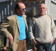 Gustav Koot ( til venstre) synes det er gøy at Mattilsynet trodde at han skulle selge ost i brukthandelen til Freddy Vollstad ( til høyre).