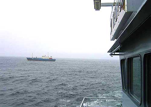 Den russiske fiskebåten Mumrinskiy fotografert i transitt-området på Røstbanken lørdag. Foto: KV Tromsø