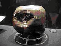 Den første fotballen fra 1855. Foto: Rig-tech Inc.