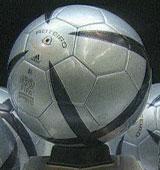 Adidas' Roteiro ball ble brukt under EM i 2004. Foto: Adidas
