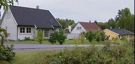 Flere huseiere har varsla rettssak etter at de har oppdaget feil ved husene som ble bygd på en tidligere avfallsplass. Foto: Anne-Kari Løberg/Nrk