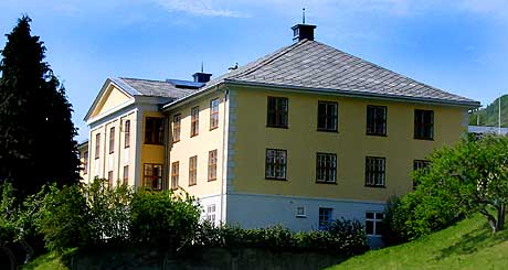 Kunstmuseum? - Tinghus 1 på Leikanger - foto Arild Nybø