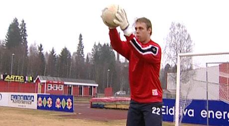 KIL-keeper Fredrik Persson tror KIL har gode sjanser til å rykke opp. Foto: Stig Karlo Helstrøm, NRK.