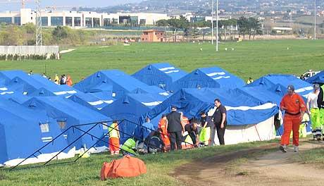 GIGANTISK OMRÅDE: Tor Vergata ligger på et 100 hektar stort område. Hele tiden settes det opp nye telt. (Foto: Wilhelm Andreas Eilertsen/NRK)