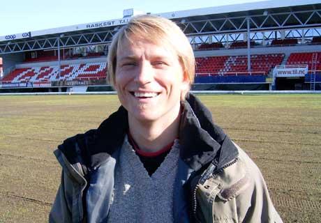 Assistenttrener Steinar Nilsen (31) har spillt både i AC Milan og for Napoli. Nå blir han hovedtrener for TIL ut sesongen. (Foto: NRK)