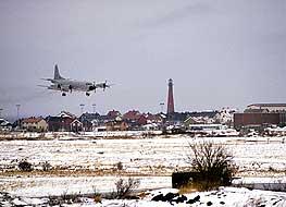 I dag er det mest Forsvarets Orion-fly og Widereøes som bruker flyplassen på Andenes. Foto: Forsvarets Mediesenter.