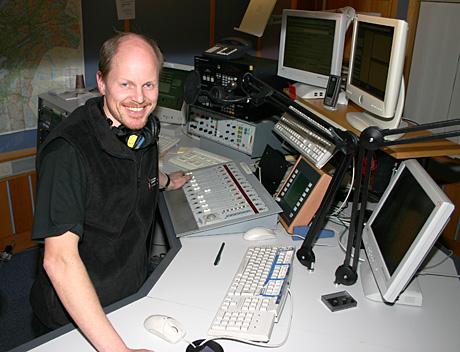 Radiolytterne mener NRK P1 har både de beste programlederne og er best på distriktsstoff. Noe som gleder Morten Karlsen ved NRK Trøndelag. (Foto: Jon-Annar Fordal)