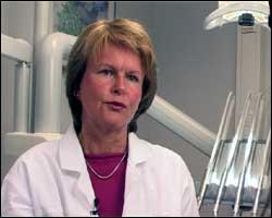 Slutt å bruke tannkrem med triklosan, sier Anne Aamdal Scheie, professor ved Odontologisk institutt. Foto: NRK