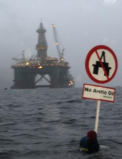 """RØDT LYS: """"Eirik Raude"""" får startforbud i Barentshavet inntil gårsdagens utslipp er avklart."""