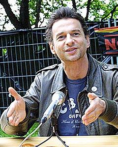 Depeche Mode-vokalist Dave Gahan da han var på besøk i Norge og spilte på Norwegian Wood i 2003. Foto: Arne Kristian Gansmo.