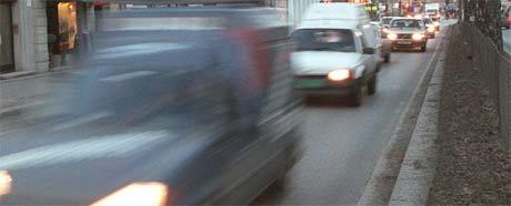 Mange av forretningene i gågata i Brumunddal skal få mer liv ved å åpne for biltrafikk. Illustrasjonsfoto: Scanpix