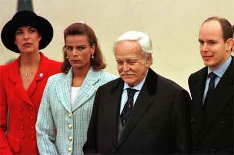 Far og born i eit arkivfoto frå 1997. (Foto: AP/Scanpix)
