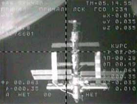 Den internasjonale romstasjonen ISS, fotografert fra Soyuz i dag tidlig. (Foto: NASA/AP/Scanpix)