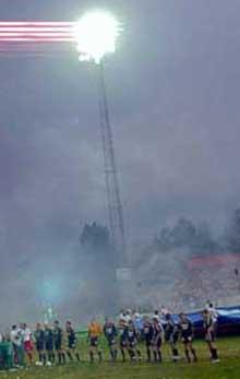 Værste AS forventer at lysmastene og de nye stolsetene fra Holmen-stadion flyttes over til det nye anlegget på Kråkerøy. Foto: Rainer Prang, NRK.