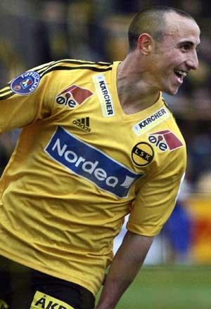Michael Mifsud jubler etter at han ga hjemmelaget ledelsen 1-0 i tippeligakampen mellom Lillestrøm og Lyn på Åråsen stadion i Lillestrøm søndag.( Foto: Håkon Mosvold Larsen / SCANPIX)
