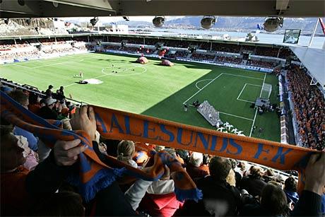 Frå opninga av Color Line Stadion laurdag (Foto: Scanpix)