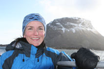 Monika Blikås, kjend som programleiar i Ut i naturen, kan du treffa i opplevingsteltet. (Foto: NRK/Thomas Hellum)