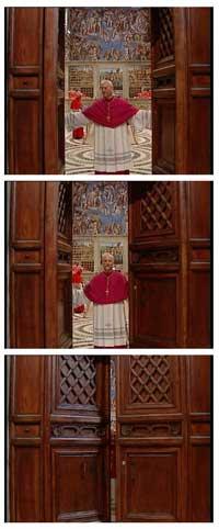 LUKKER DØRENE: Erkebiskop Piero Marini lukker dørene til Det sixtinske kapell, der kardinalene nå er samlet for å velge etterfølgeren til pave Johannes Paul II. (Foto: Reuters)
