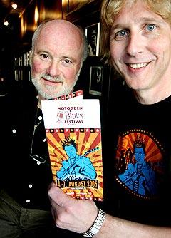 Jostein Forsberg (t.h.), her sammen med Jeremy Spencer fra Fleetwood Mac under festivalen i 2005, forteller at billettsalget før årets festival er bedre enn noensinne. Foto: Gitte Johannessen, NTB.