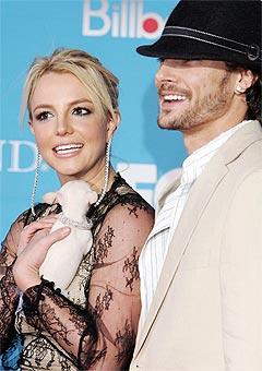 Britney Spears og ektemannen Kevin Federlane skal bli foreldre sammen, men Federlines eksdame synes kanskje det ikke er noen god ide. Foto: Frazer Harrison, AFP Photo.
