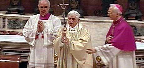 FØRSTE PREKEN: Den nye paven sa blant annet at han vil bruke sin tjeneste til uavbrudt å arbeide for å gjenopprette fellesskapet mellom alle kristne. (Foto: Scanpix)