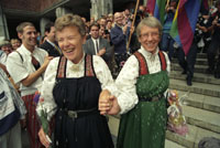 Karen Christine Friele og Wenche Lowzow var de først i Norge som inngikk partnerskap. Er det på tide at homofile får gifte seg? Foto: Lise Åserud, SCANPIX