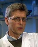 Professor Per Magnus ved Folkehelsa har drevet med tvillingforskning i 25 år. Foto: NRK.