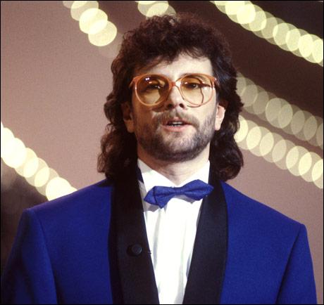 VINNERTEKSTEN: Først nå har Åge Aleksandersen blitt oppmerksom på at han brukte damebriller på store deler av 70- og 80-tallet. (Kjell Lindås) Foto: Knut Nedrås / SCANPIX