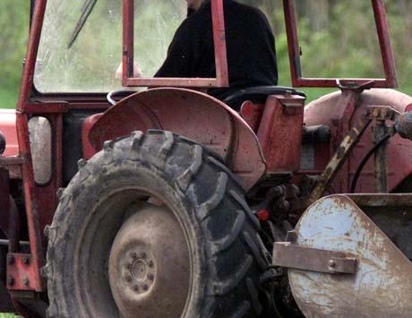 Det var ingen som omkom i traktorulykker i fjor. Noe som gleder regiondirektøren i Arbeidstilsynet. (Foto: Gorm Kallestad, Scanpix)