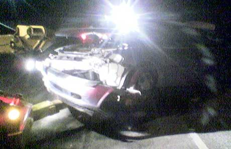 En bergingsbil fjernet den førerløse bilen fra Sjønnerød søndag kveld. Foto: Lars Petter Brynildsen