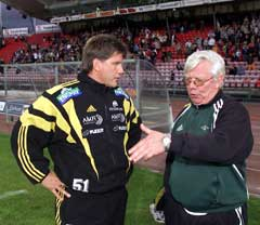 Nils Arne Eggen og Knut Torbjørn Eggen har diskutert fotball i årevis. Her i 2001. (Foto: Gorm Kallestad/SCANPIX)