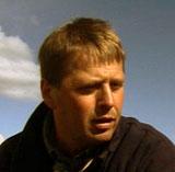 Bjørn Molteberg er en av to som har ansvar for testingen av 48 gressorter. Foto: NRK