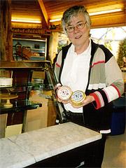 Minner fra onkelens meieri i Snertingdal ga Inger S Rosenfeld lyst og interesse for osteproduksjon. (Foto: Haakon D. Blaauw )