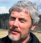 Peder Mørk eier Mørk Golf i Spydeberg. Foto: NRK