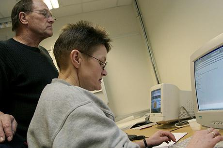 """På konferansen """"Utgått på data"""" fokuseres det på seniorers læring og opplæring i informasjons- og kommunikasjonsteknologi (IKT) for seniorer. Til venstre, Edin Farstad. Foto: Siv Elin Nærø"""