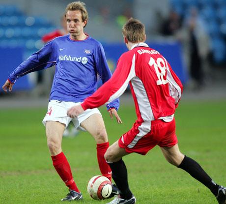 Vålerengas Bernt Hulsker setter inn kampens eneste mål i Royal League-oppgjøret mot Brann. (Foto: Scanpix)