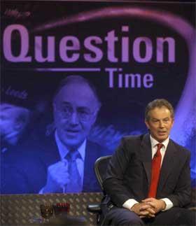 Tony Blair måtte svare på tøffe spørsmål i partilederutspørringen i BBC i går kveld. (Foto: BBC/AP/Scanpix)
